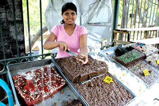 Buying-Kalu-Dodol-in-Sri-Lanka