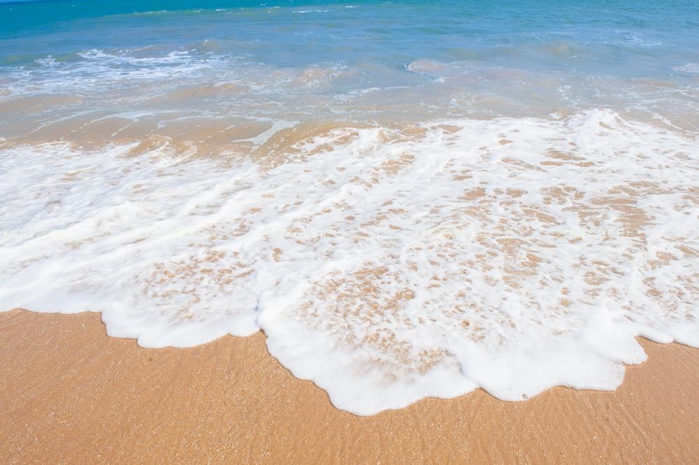 океанская волна пена
